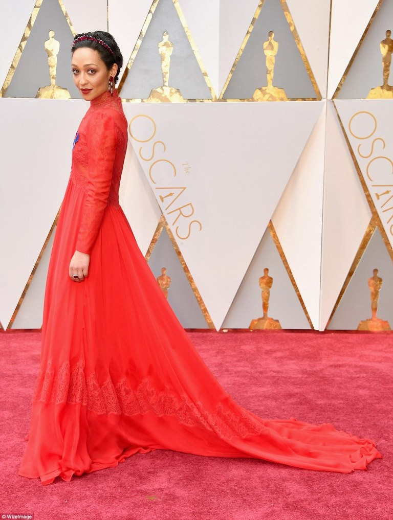 3db835ad00000578-4249972-red_hot_ruth_negga_covered_up_in_a_long_sleeved_high_necked_gown-m-9_1488148973647